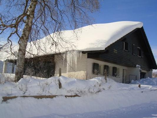 Chalet im tiefen Winter