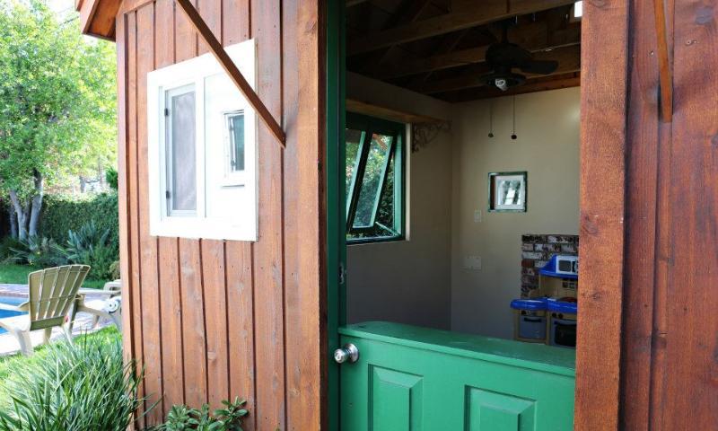Kids Playhouse with Double-Dutch Door