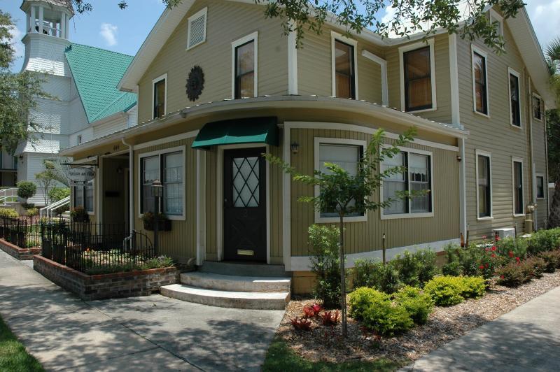Maison En Ville - Suite 5 (Tamarind), holiday rental in Mount Dora