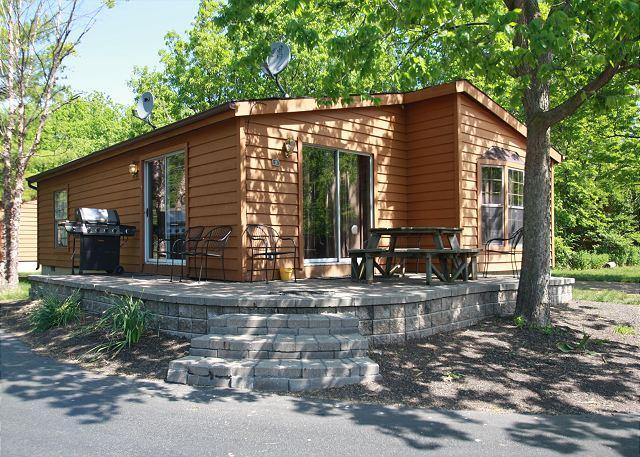 8-person Corner House w/ 3 BR & 2 BA - Put-in-Bay's Island Club Home Rentals, alquiler vacacional en Put in Bay