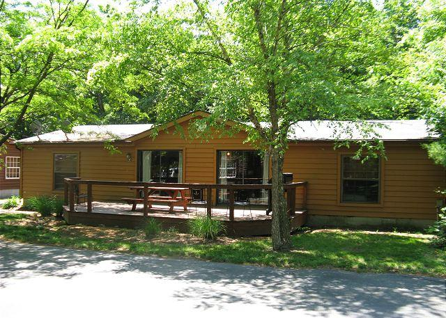 Weekend Warrior Special. Bring 10 ppl and Relax in a 3 BR 2 BA Home at PIB, vacation rental in Put in Bay