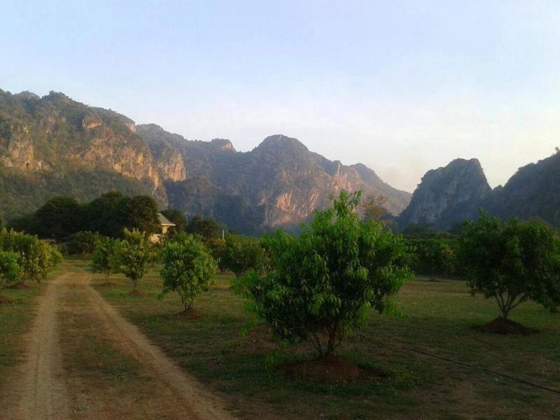 Baan Chai Khao Village *Home Stay*, vacation rental in Lan Sak