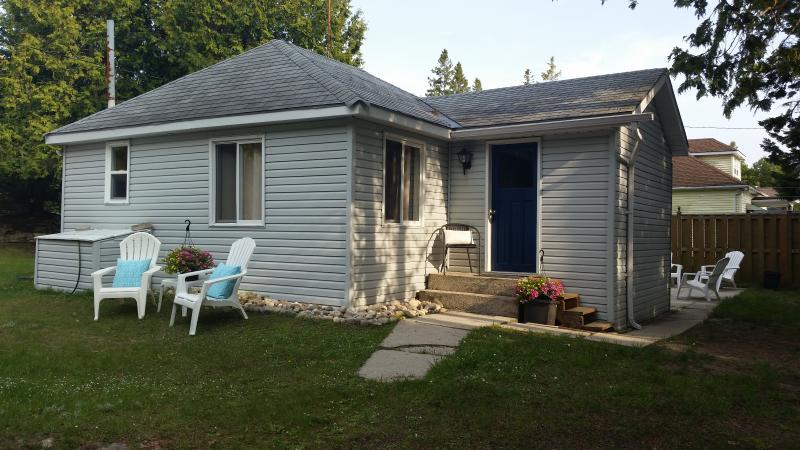 Blue Bay in Sauble Beach is a Cozy 3 Bedroom Cottage, alquiler de vacaciones en Bruce County