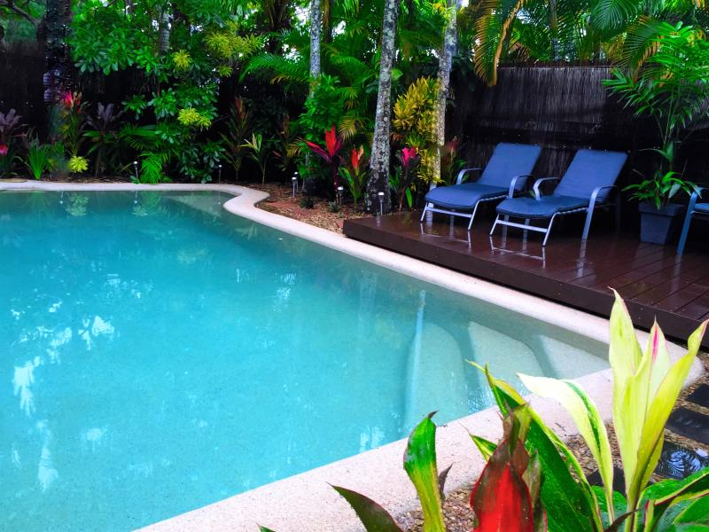 2 Bed, 2 Bathroom villa, Private pool & Free Wi-Fi, vacation rental in Palm Cove