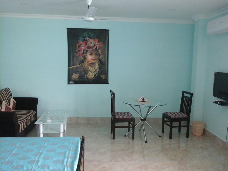 COZY PRIVATE ROOMS IN A DUPLEX HOUSE, vacation rental in Guwahati