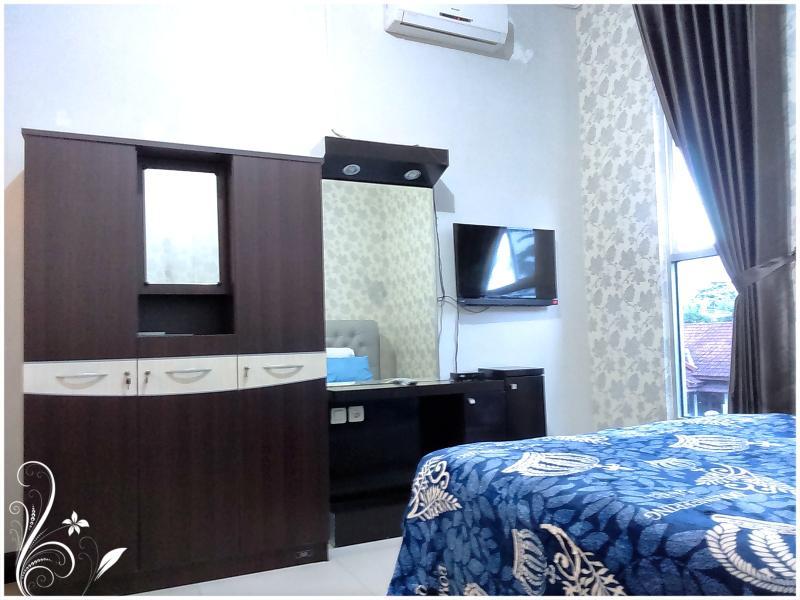 Sapphire de Azure Bed n Breakfast clean and modern, holiday rental in Banguntapan
