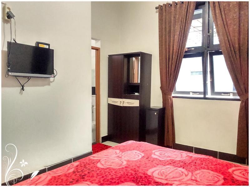 Ruby de Azure Bed n Breakfast, warm n clean room, holiday rental in Depok