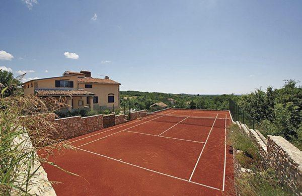 VILLA WITH TENNIS COURT AND POOL, holiday rental in Bacva