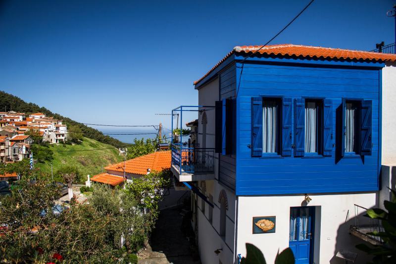 Oikia Fardy Suites, holiday rental in Samothraki Town