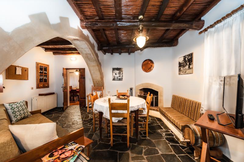 VILLA OURANOS, holiday rental in Kakopetros