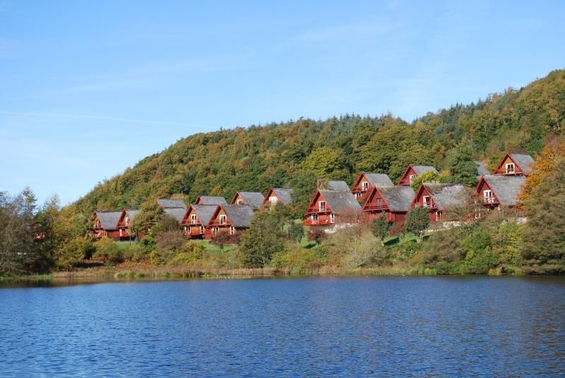 Barend Holiday Village overlooking Barend Loch