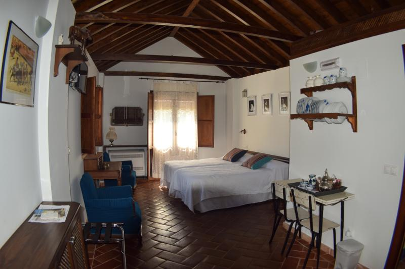 "Apartment ""Granada"" with views of the garden and the Mirador San Miguel Alto (Sacromonte neighborhood)"