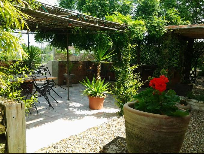 15th Century Romantic Cottage near Richelieu, holiday rental in La Chaussee