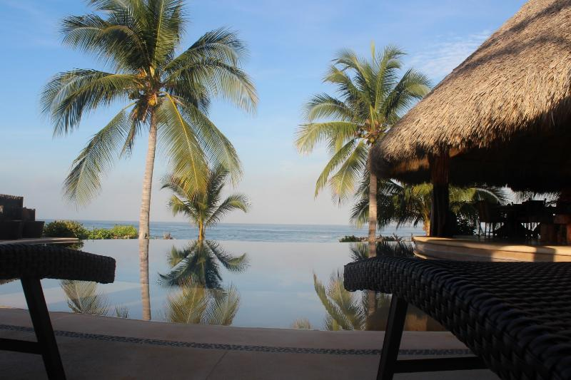 Casa Maya-Oceanfront Villa, Infinity Pool, holiday rental in Troncones