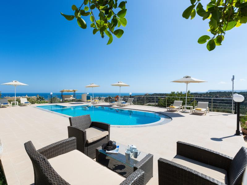 Villa Diamantis offers amazing sea views from the pool area!