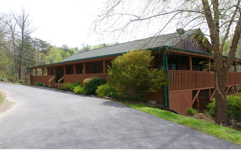 Front entrance of lodge. Note the large wrap-around decks.