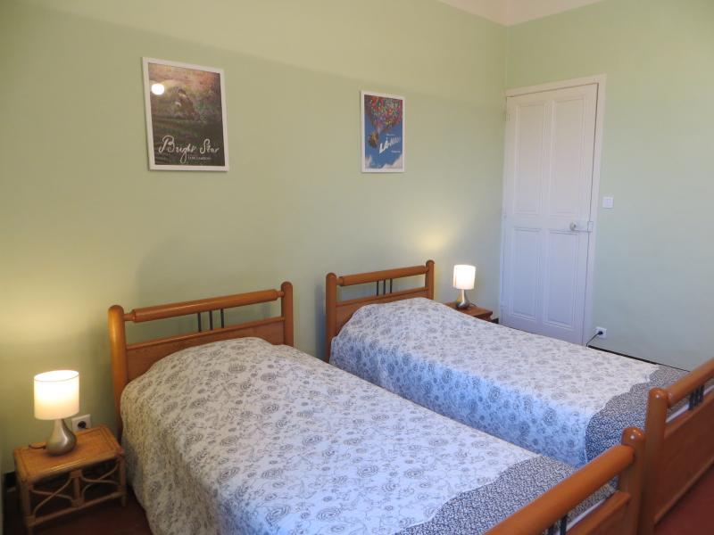 La chambre verveine. La porte visible au fond est celle d'une penderie.