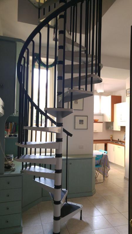 In casa dell 800 appartamento su 2 livelli ,6 posti letto con parking a 5 min dalla spiaggia