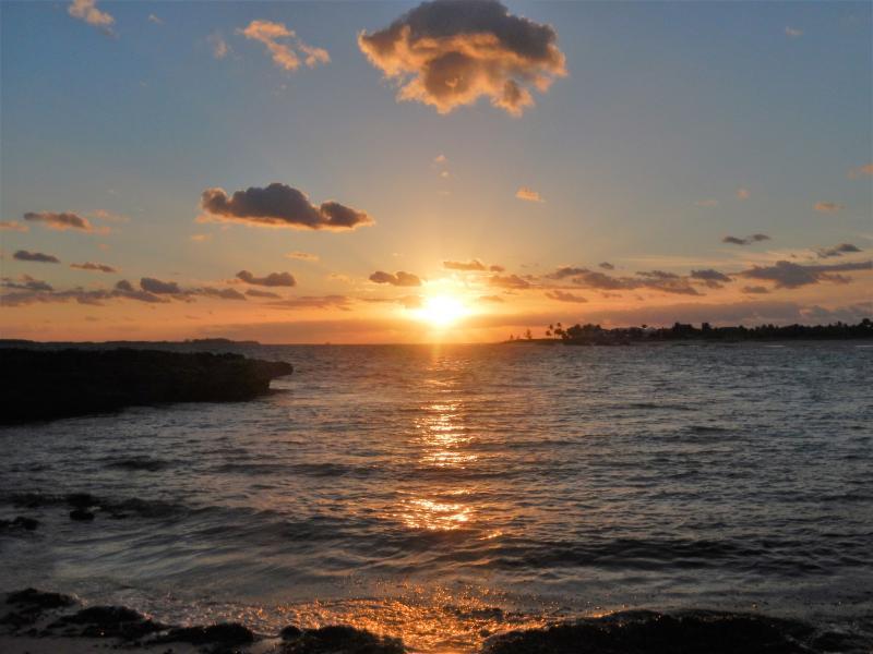 Sunrise mesmo nome em Paraíso-uma caminhada ao longo da praia