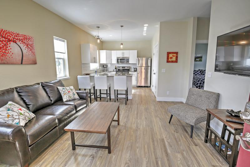 New Downtown Buena Vista Condo w/Patio & Mtn Views, holiday rental in Johnson Village
