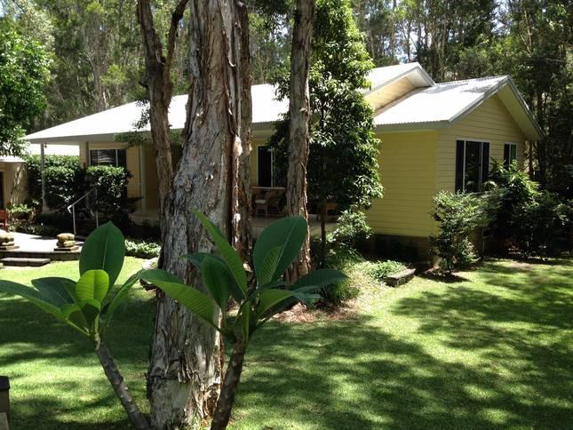 Surfside Dreaming Cottage at One Mile Beach, vacation rental in Anna Bay