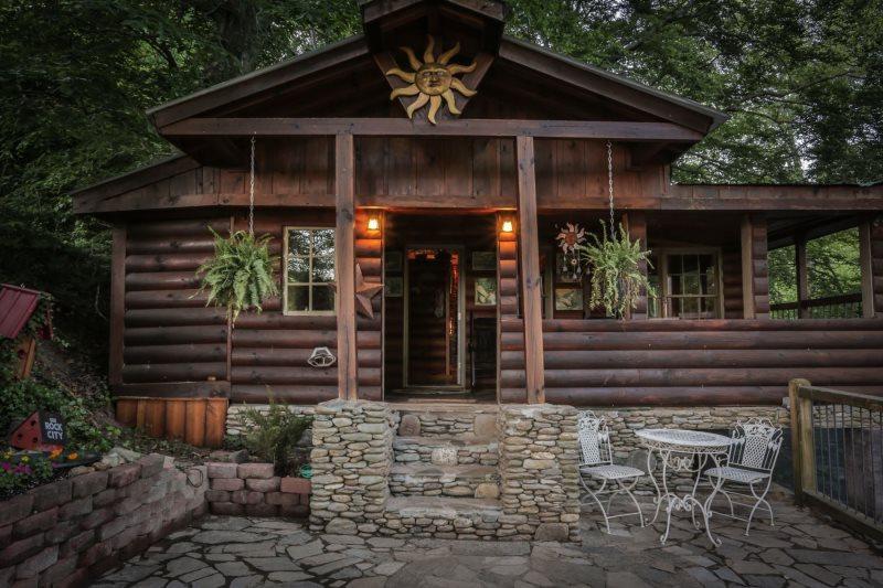 Ivys River Cabin