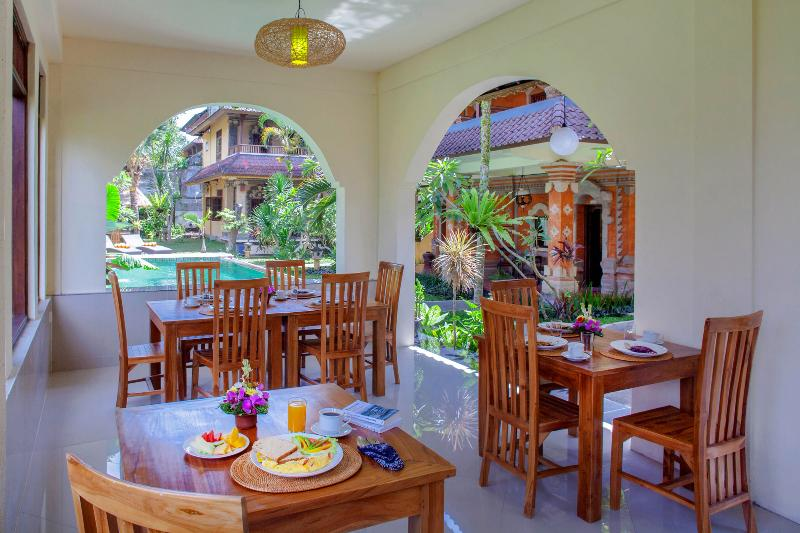 Breakfast dining area by the pool