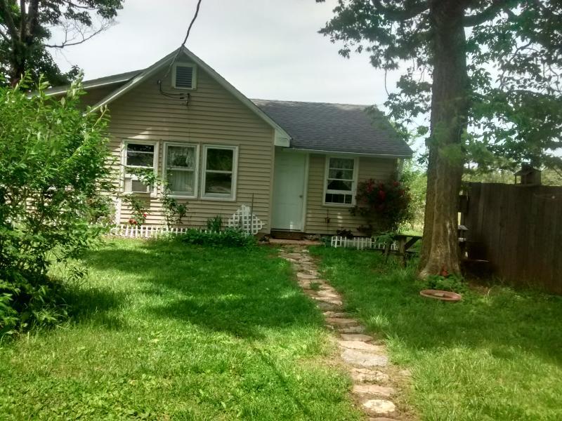 Horseshoe Bend Hide-a-Way Guest Cottage