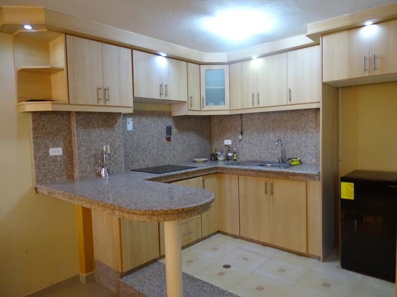 La cocina puede ser utilizada por los huéspedes, cuenta con todo utensilios de cocina y vajilla,