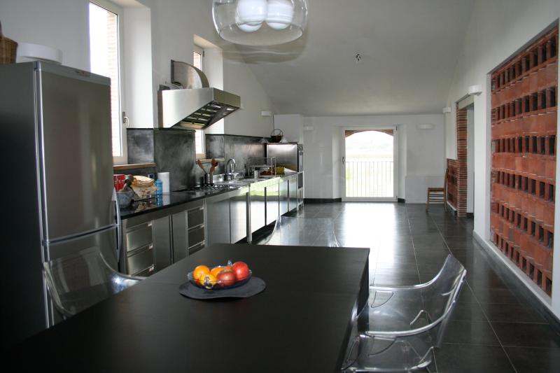 MANDOLATO  Large  holiday house with modern interior, vacation rental in Lucca