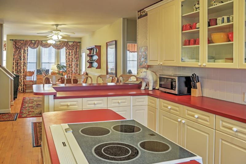 Esta cocina totalmente equipada tiene todo lo que necesita para deleitar a su chef.