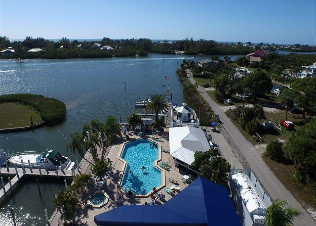Beautiful Water view Marina side, Nice condo with access to pool,  A1115MB, alquiler vacacional en Cape Haze