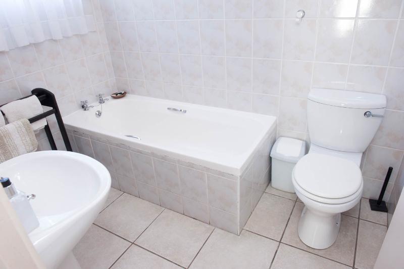 Big 5 bedroom bath.