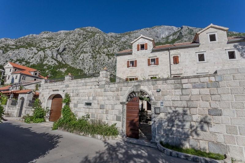 Villa direkt am Meer zu vermieten in Kotor, Montenegro