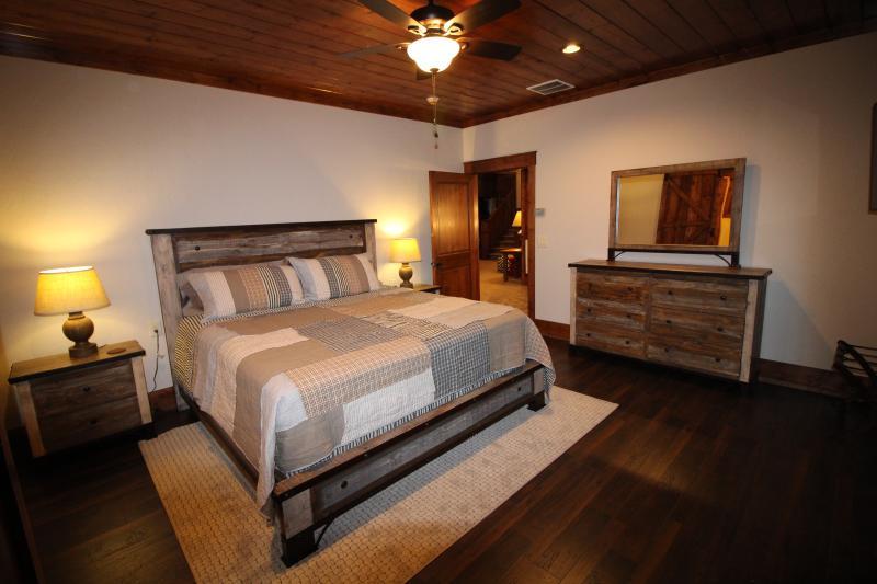 Master bedroom #2 on 2nd floor - King bed, DirecTV, Full bathroom.