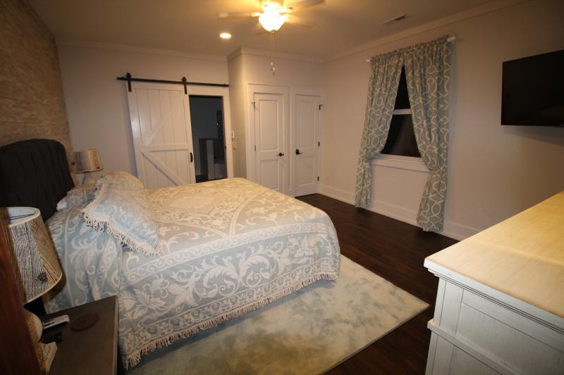 Master bedroom #3 on 2nd floor - King bed, DirecTV, Full bathroom.
