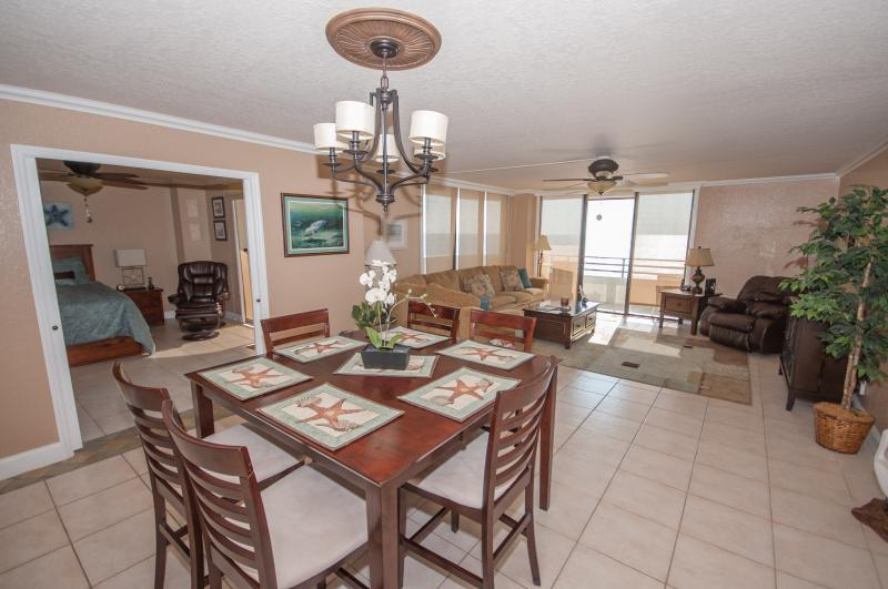 Spacious 9th floor Horizons Oceanfront 2/2, holiday rental in Daytona Beach