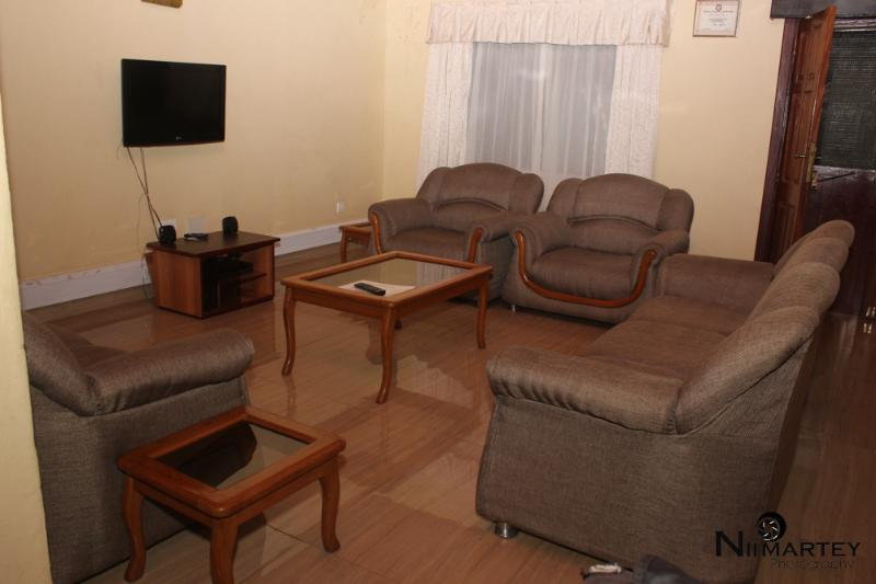 Spacious sitting area to host your guests and spend time with Family