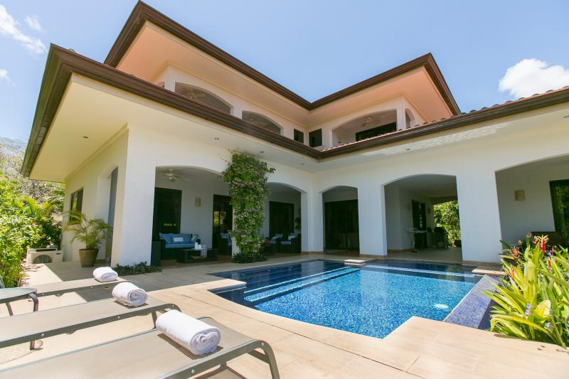 Pool terrace with indoor/outdoor living, 2 sofas & 4 outdoor chairs, plus sun-loungers