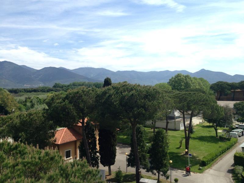 Camera con bagno privato a 10 minuti dal centro, holiday rental in Mezzana-Colignola