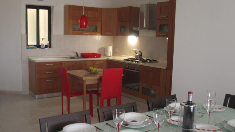 Bugibba New Bright Spacious Apartment, holiday rental in Bugibba