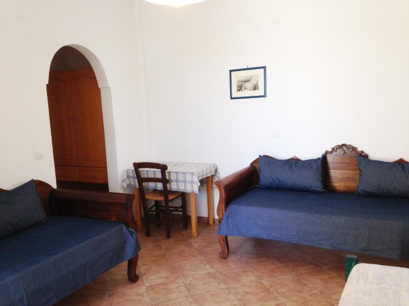 Santorini Spacious 2 room apartment, vakantiewoning in Athinios