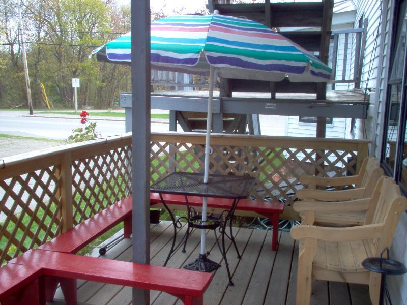 Lower side deck.