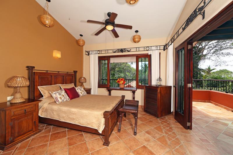 Casita bogenvillias está rodeada de palmeras ondulantes, brisa del mar y los sonidos tropicales