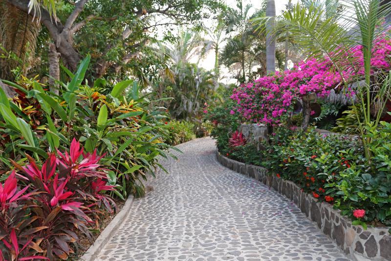 vía privada a Villa Hacienda