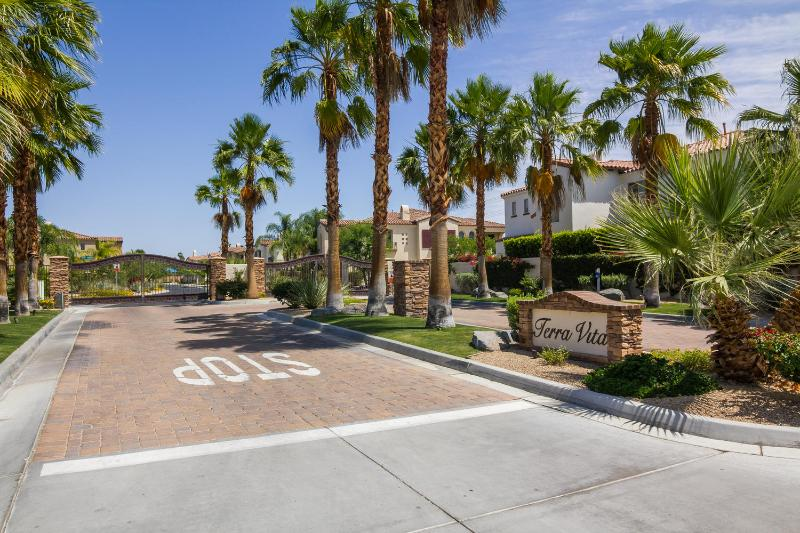 Gated community minutes from the airport, convention center and downtown.