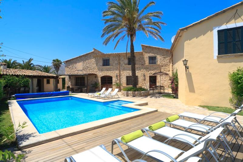 Catalunya Casas: Villa Grande Xica, just 6 km to the beaches of Mallorca!, vacation rental in Cala San Vincente