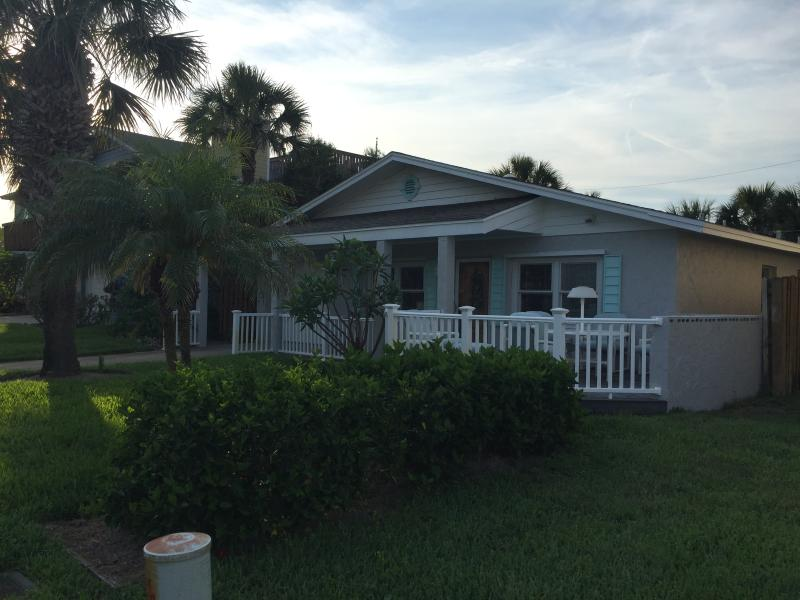 Beach Cottage on C Street *Newly Renovated*, casa vacanza a Saint Augustine