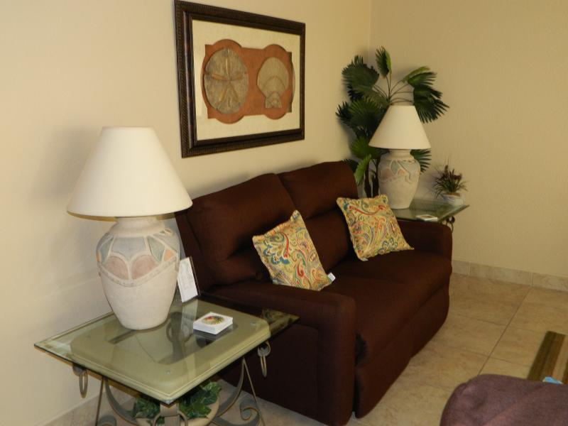 Love seat and lamps and end tables.