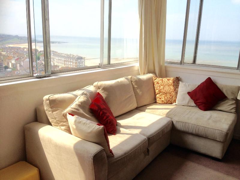 panoramic sea views from the sitting room